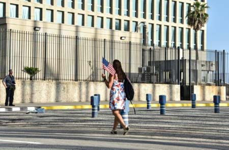Bandera cubana ondea en Washington, ímbolo del restablecimiento de relaciones