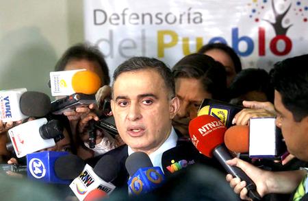 Saab indicó que hasta ahora ningún familiar de los fallecidos en el operativo ha consignando denuncias y destacó que el organismo sí ha prestado apoyo a los detenidos
