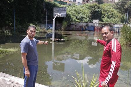 700 alumnos se ven afectados por la inundación del lugar