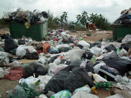 El basurero crece en la medida que pasa el tiempo y el camión no pasa a recoger los desechos