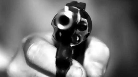 El sujeto fue sorprendido a las afueras del establecimiento por un motorizado armado, quien le propinó siete balazos y se dio a la fuga