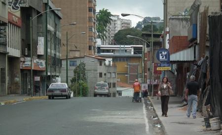 Por decreto 70 % de los comercios tequeños mantiene las puertas cerradas.ARCHIVO