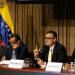 El vicepresidente de economía productiva, Miguel Pérez Abad, anunció que las divisas para viajes al exterior se liquidarán al tipo de cambio flotante o Dicom que arrancará en 206 bolívares por dólar, y el protegido seguirá en Bs. 10.