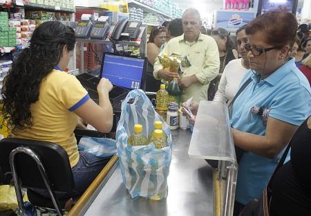 Hacer mercado se ha convertido en la peor pesadilla de los venezolanos. ARCHIVO