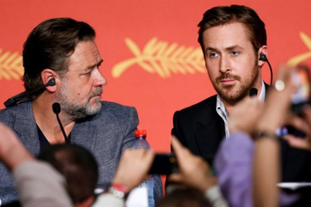 Crowe y Gosling mostraron una gran química primero ante los fotógrafos y luego en la rueda de prensa.