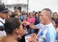En total eran unas 60 familias  que acudieron a la sede del Mercal para adquirir su nueva bolsa. Yvan Ledezma, secretario de Gestión Económica de Guaicaipuro, señaló que este lunes no pudieron atender a las comunidades, pues fueron blanco del hampa. DEYSI PEÑA