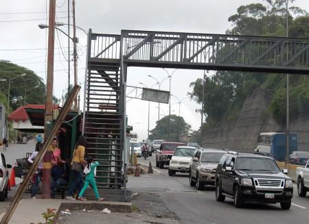 Lugareños urgidos por construcción de una parada