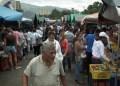 Mucha gente pero poca compra se observa en los tarantines de la antigua avenida Arvelo.