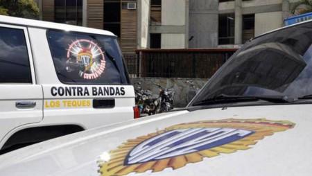 Polisalias, en conjunto con la GNB y el Cicpc detuvieron a los sujetos responsables del robo de un vehículo en Guaicaipuro