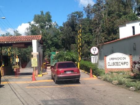 Hasta 15 millones de Bs pagan vecinos de Club de Campo por un camión cisterna