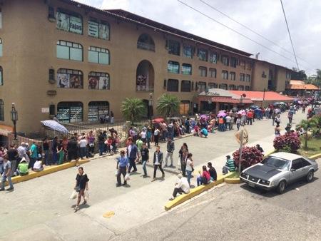 Concejal López afirmó que la alcaldía implementa operativos en distintos establecimientos de la zona