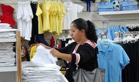 Los comerciantes sostienen que los precios son consecuencia de la inflación y la crisis económica