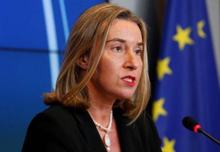 La Unión Europea aprueba sanciones a Venezuela, entre ellas el embargo de armas
