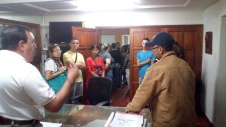 Alcalde José Luis Rodríguez y representantes de escuela  Cacique Epoima unen esfuerzos para frenar ola de robos
