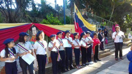 Juramentaron a 24 niños de la Sociedad Bolivariana del EBN Los Salias