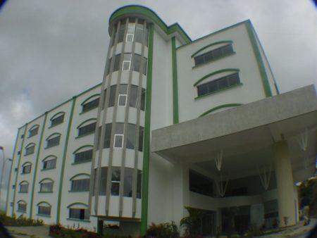 En la Universidad Bicentenaria de Aragua (UBA) Núcleo San Antonio de Los Altos, se ha calculado que el 60 % de los universitarios han abandonado sus estudios por diversos motivos.