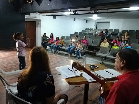 Ensayos se realizan en el auditorio de la alcaldía.