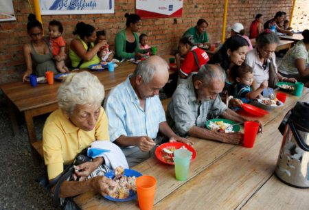 Refugiados venezolanos sufren altos niveles de malnutrición, alerta la Cruz Roja