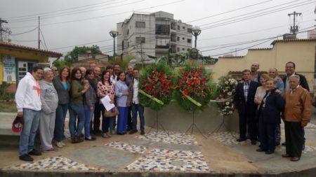 Con ofrendas florales autoridades conmemoraron 335 años de San Antonio de los Altos