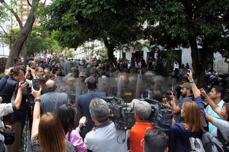 Guaidó: El régimen ratifica su represora naturaleza a cuatro días de su farsa electoral
