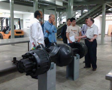 Autoridades del IUTFRP en el recorrido por las instalaciones de Yutong.