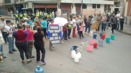 "Anuncian jornada de ""tranca tu calle"" en protesta por la grave falta de agua en Caracas"