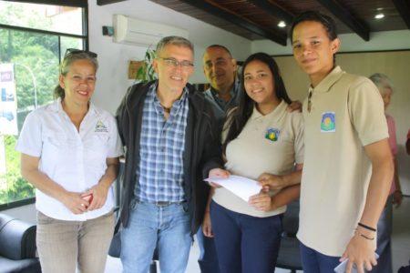 Alcalde de Los Salias apadrina promociones escolares en el municipio