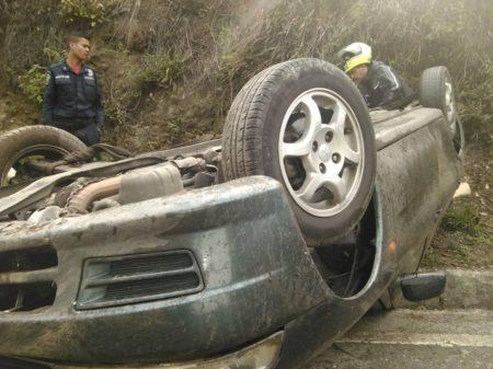 PC Los Salias atendió volcamiento de carro en la Panamericana