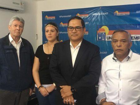 """El pueblo reclama un canal humanitario y Maduro les da un """"paquetazo criminal"""", afirmó diputado Valero"""