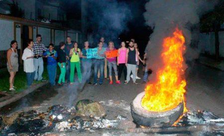 Protestan en cercanías del palacio presidencial en Caracas por fallas de luz