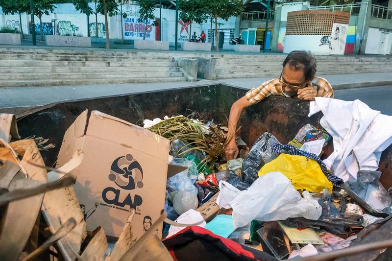 Venezuela: la economía cayó 25% en el semestre
