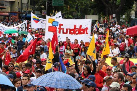 Jóvenes chavistas marchan para celebrar el Día del Estudiante Universitario