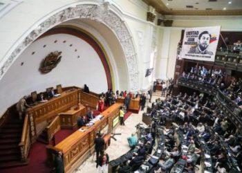 Denuncian que grupo de chavistas intentó irrumpir en hemiciclo del Parlamento