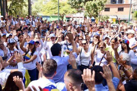 Cientos de personas tomaron la plaza Guaicaipuro