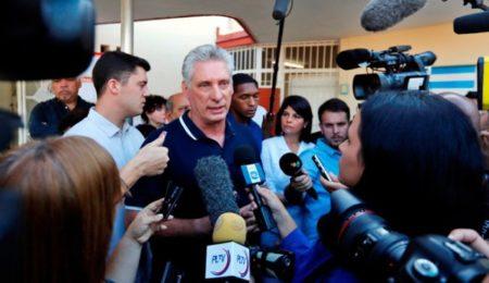 """El presidente de Cuba llama """"payasos"""" a los de Colombia y Chile"""