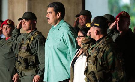 Trump alerta a militares en Venezuela que lo perderán todo si apoyan a Maduro