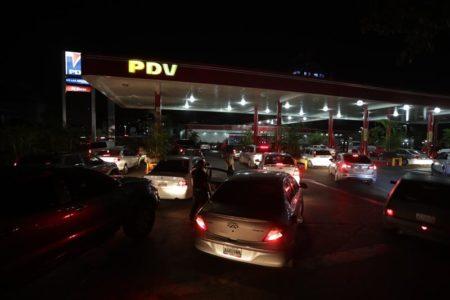 Mirandinos abarrotan bombas de gasolina y supermercados tras apagón