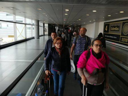 Detienen en aeropuerto de Bogotá a militar venezolano con 25 pasaportes