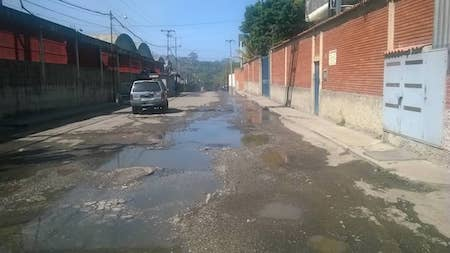 Mientras tequeños protestan por agua millones de litros se botan en El Tambor