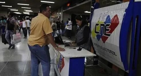 Cne habilita ocho puntos de registro electoral en for Oficina de registro barcelona