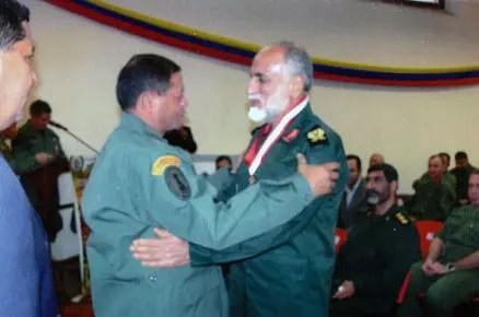 El general Naqdi, condecorado por las milicias bolivarianas en 2009