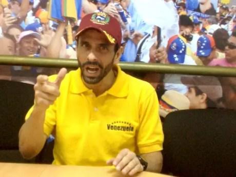 """Henrique Capriles Radonski: """"Nada más de derecha que este Gobierno, de extrema derecha y utiliza la fachada de decir que es un 'Gobierno de izquierda',  'humanista'…"""""""