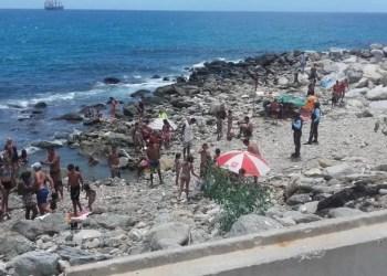 Numerosas personas acudieron el fin de semana a las playas del estado La Guaira
