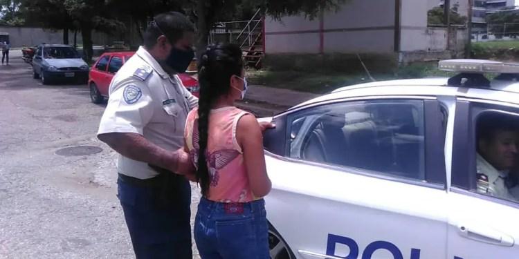 Funcionarios de la Policía Municipal de Lander arrestaron a la mujer