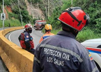 El pesado vehículo casi vuelca en la carretera en sentido a Caracas