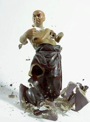 explosive-porcelain-figures-martin-klimas-11