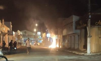 Incêndio destrói loja em Floriano