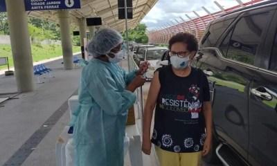 Regina Sousa recebe 2ª dose da vacina contra a Covid-19