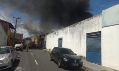 Incêndio atinge prédio no Centro de Teresina