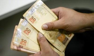 INSS começa a pagar 13º salário para quem recebe acima de salário mínimo